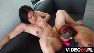 Tajskie koleżanki Azjatyckie przytulanki hardcore fuck